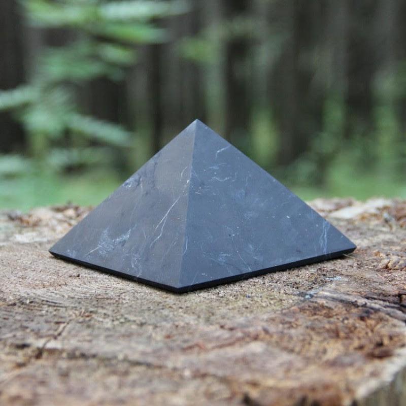 Shungite-piramide2